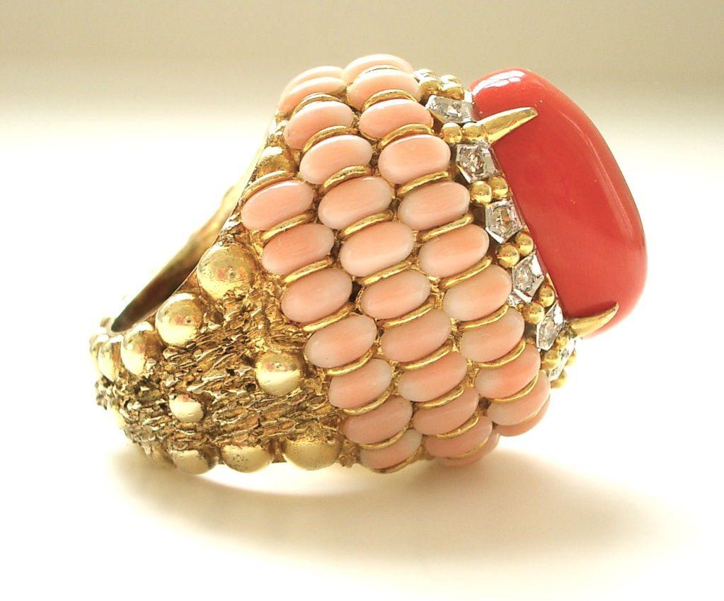 Ring, circa 1960. Foto Kimberly Klosterman, goud, koraal, diamant