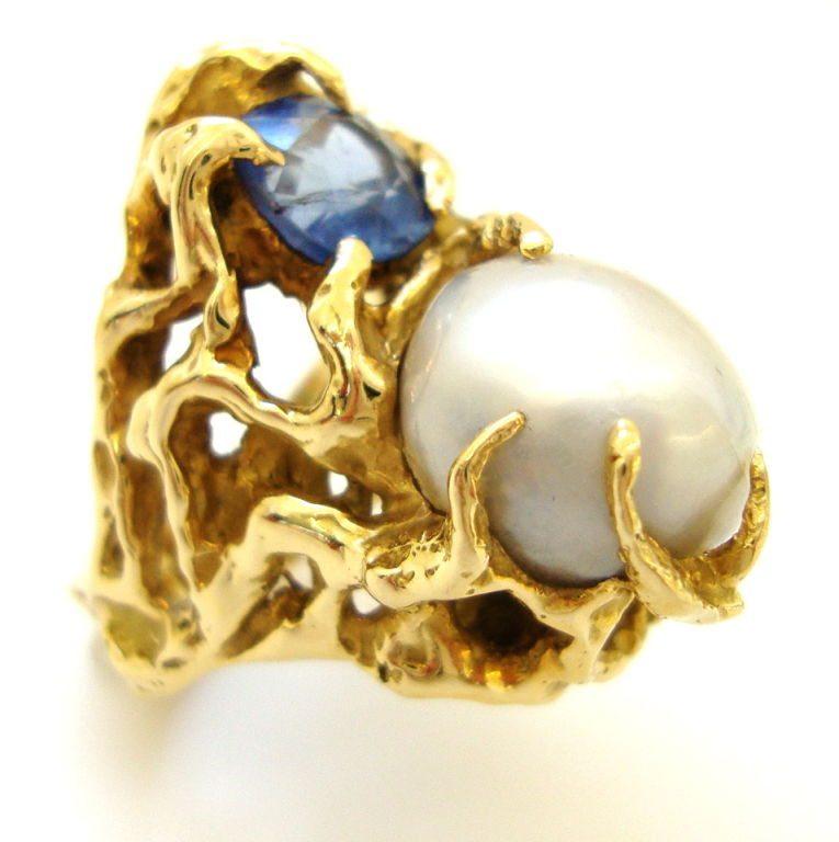 Arthur King, ring, circa 1970. Foto Kimberly Klosterman, goud, parel, saffier