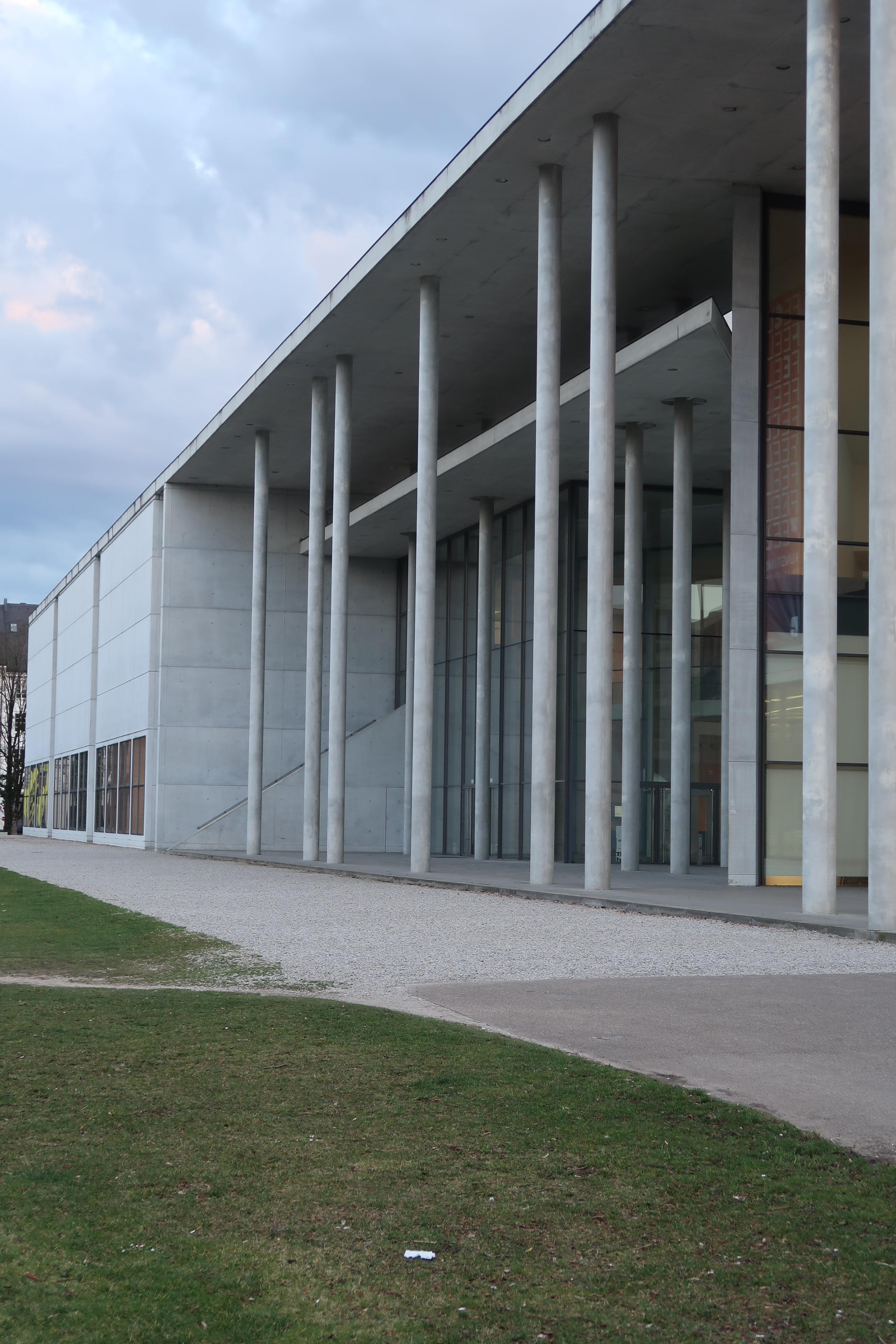 Die Neue Sammlung, gevel, München, 12 maart 2020. Foto Coert Peter Krabbe, entree