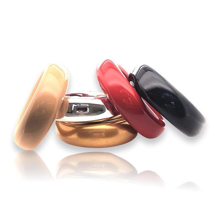 Elsa Peretti voor Tiffany, 5 armbanden. Foto Kimberly Klosterman, lak, Japans hardhout, zilver