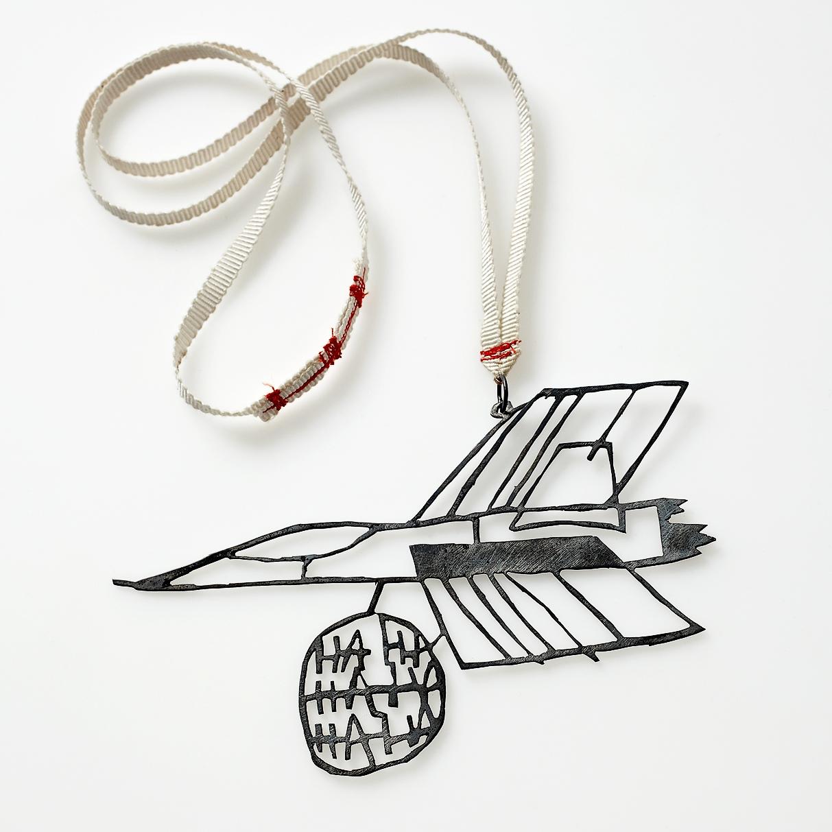 Pernille Mouritzen, Bush-jet, halssieraad. Collectie Statens Kunstfond, SKFK-2011-046, Foto MAKK