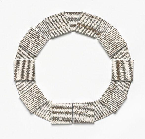 Kirsten Haydon, Ice Monitor, halssieraad, 2011. Foto Gallery Funaki, email, koper, fototransfer, zilver, nylon