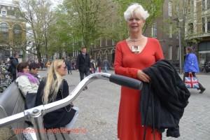 Claartje Keur, Zelfportret met halssieraad van Chris Steenbergen, Amsterdam, Spui, 25 mei 2013. Foto Claartje Keur
