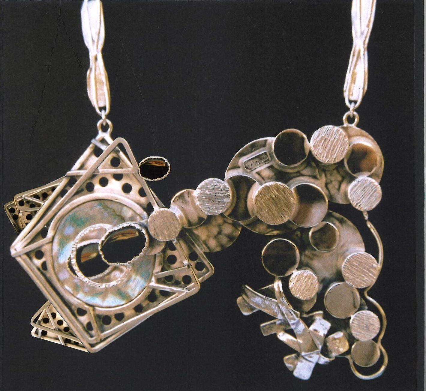 Alberto Gordillo, halssieraad, 1970-1979, zilver, parelmoer, onyx