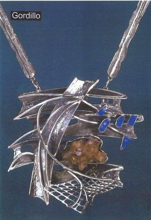 Alberto Gordillo, halssieraad, 1969. Collectie Museu Alberto Gordillo, zilver, lapis lazuli, aragoniet