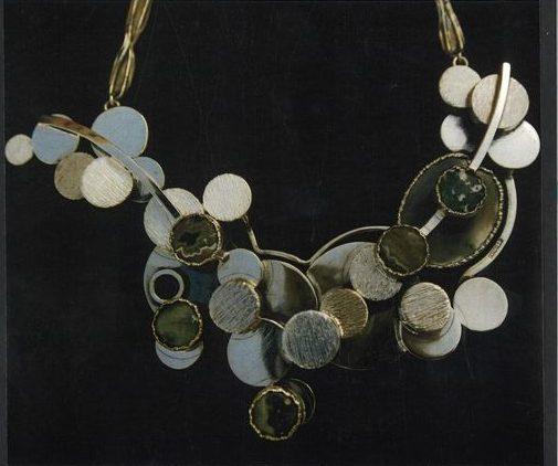 Alberto Gordillo, halssieraad, 1970-1979. Collectie Museu Alberto Gordillo, zilver, jaspis, agaat
