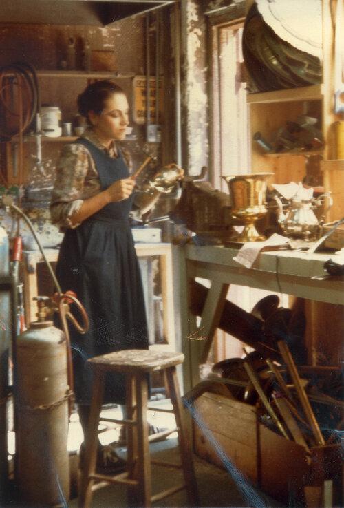 Harriete Estel Berman aan het werk, 1983, portret