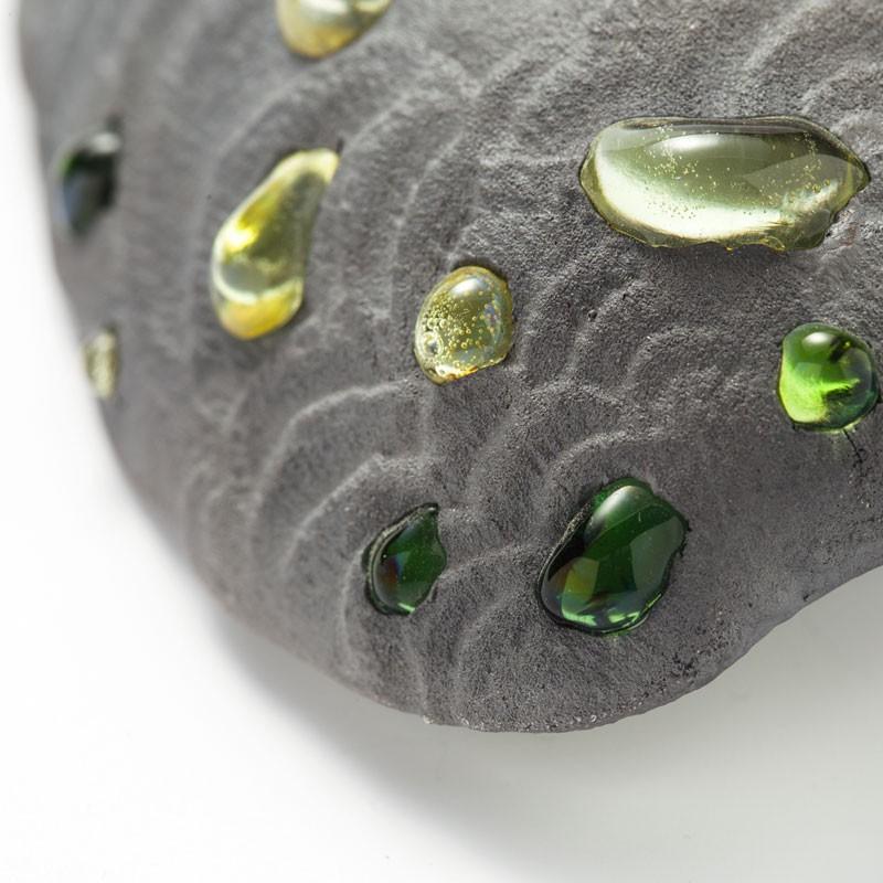 Evert Nijland, Green Drops, broche, 2021, detail. Foto Galerie Rob Koudijs