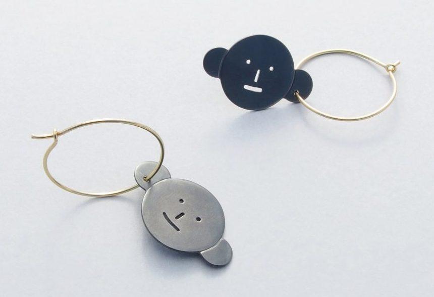 Akiko Kurihara, Earrings Wearing Earrings, oorsieraden, geoxideerd zilver, goud