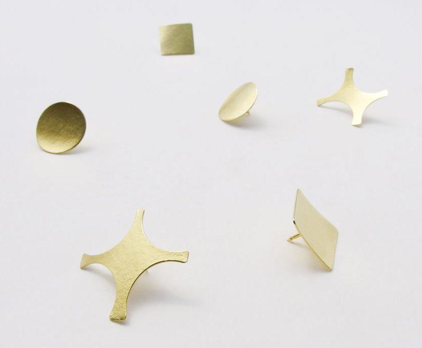 Akiko Kurihara, Gold Confetti Pins, broches, goud