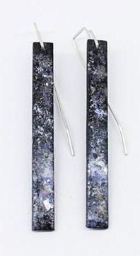 Inari Kiuru, Industrial Lightscapes, oorsieraden, 2016, email, glas, koper, zilver