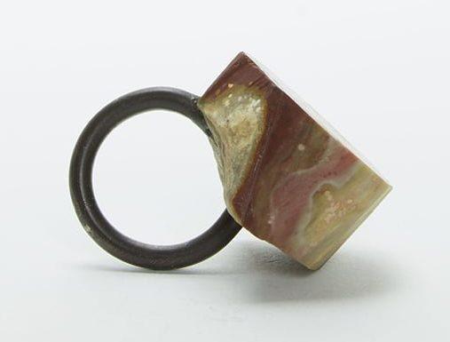 Sally Marsland, ring, 2016, steen, zilver, lijm