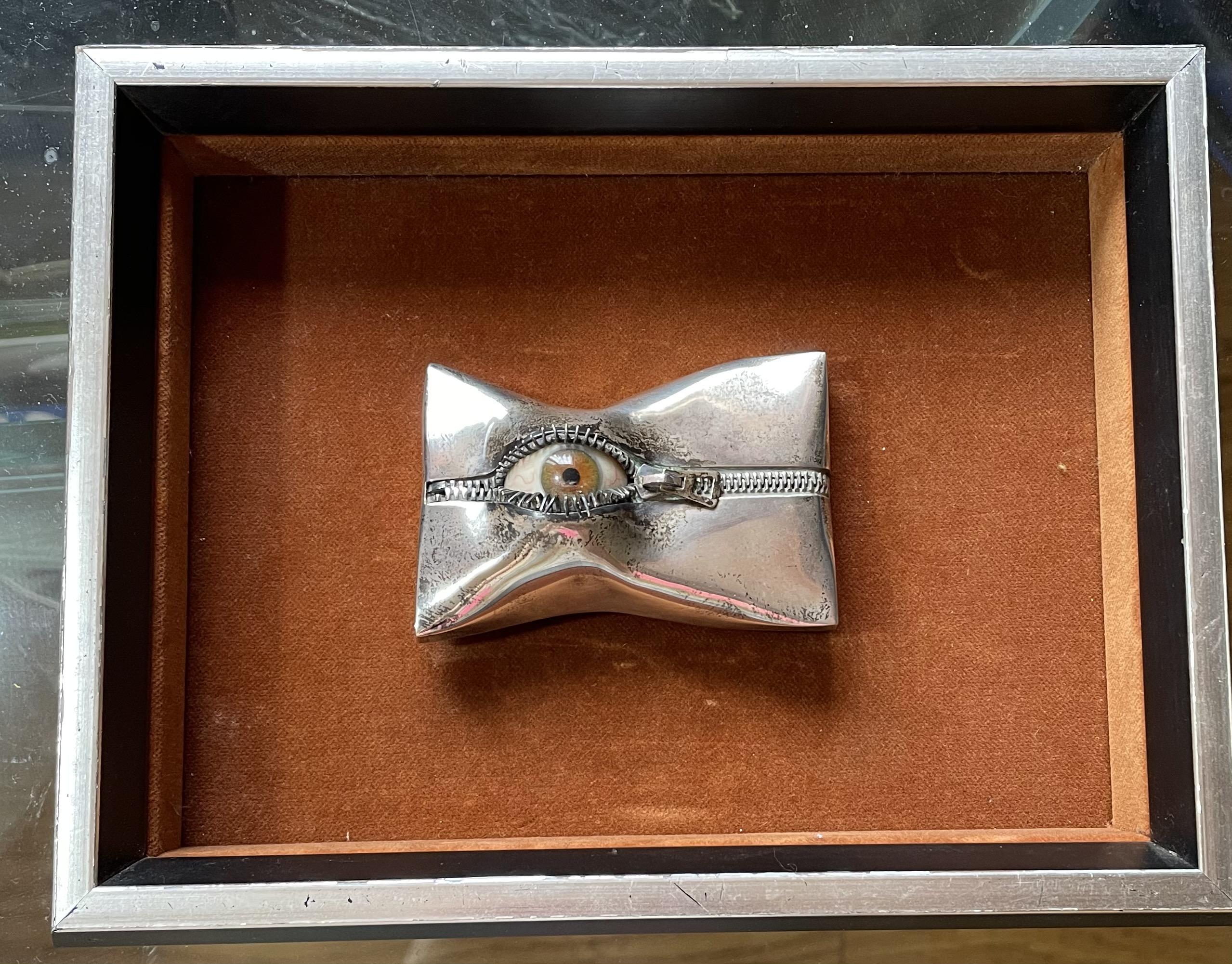 Karel Niehorster, broche in lijst, 1970. Collectie World Jewellery Museum. Foto World Jewellery Museum