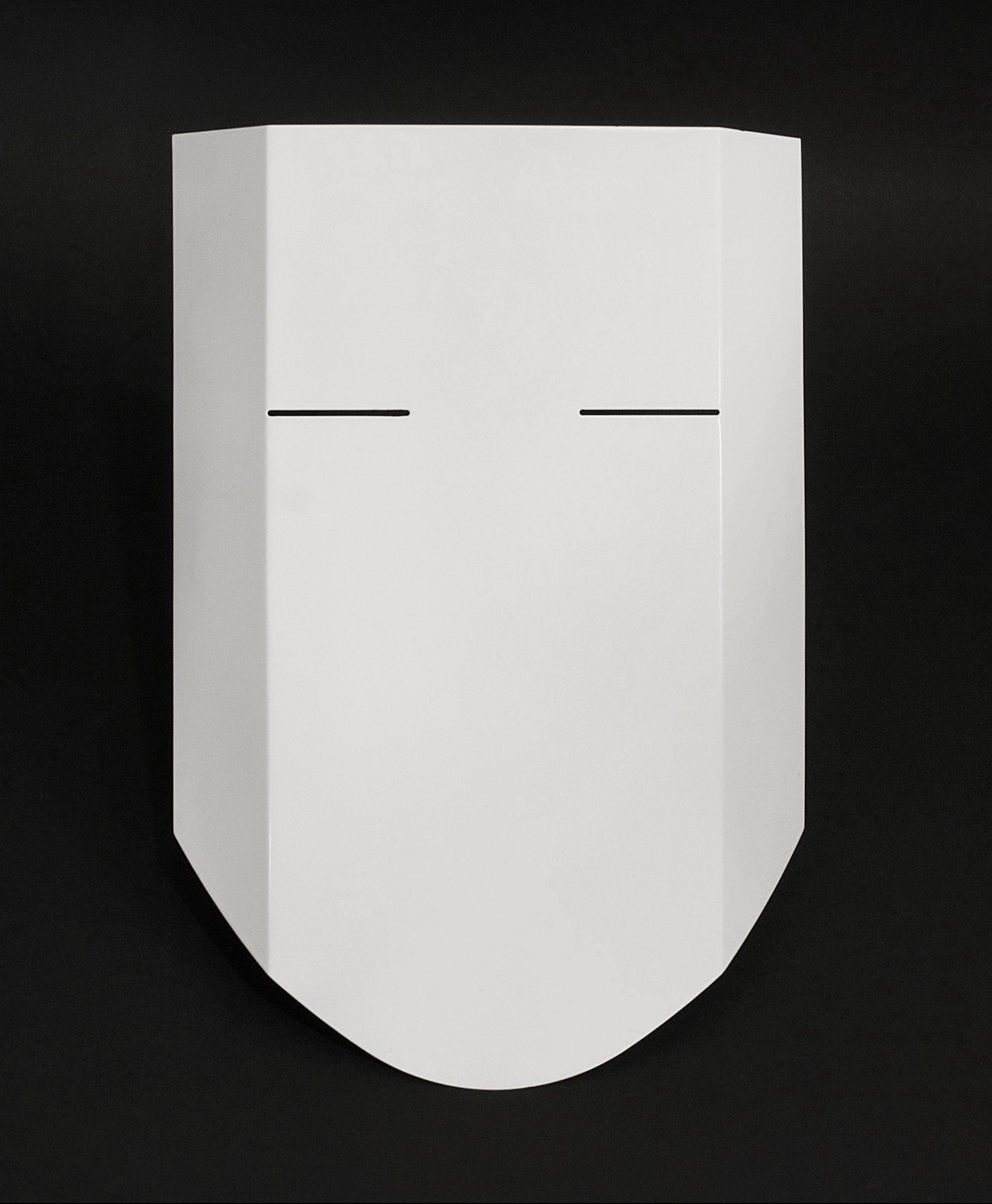 Inês Nunes, Escudo, masker, 2020. Foto Pedro Sequiera, aluminium, lak, pvc, elastiek, vinyl