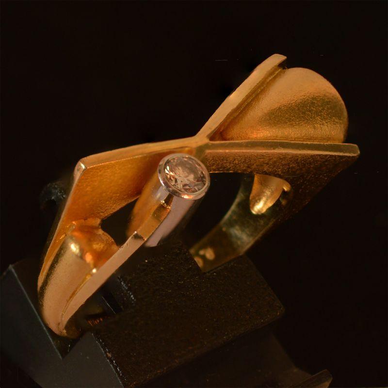 Lapponia, Smooth Operator, ring, circa 2004. Foto David Aardewerk, briljant geslepen diamant, goud