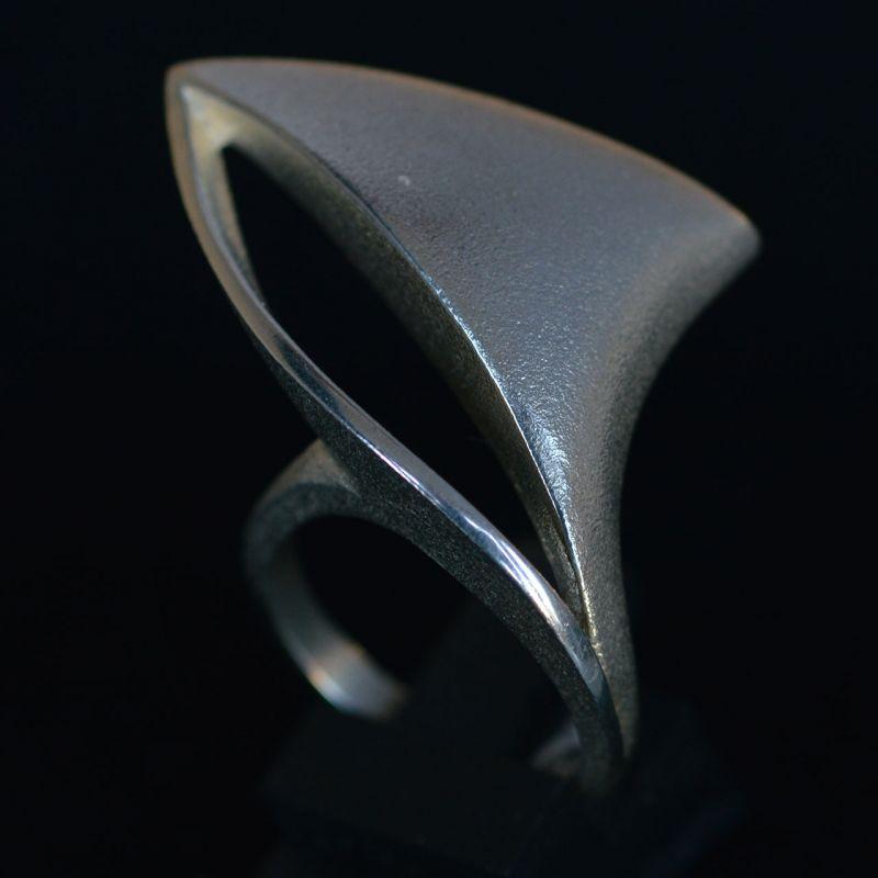 Pekka Hirvonen voor Lapponia, ring, 2004. Foto David Aardewerk, zilver