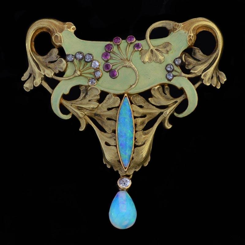Antoine Bricteux. broche/hanger, circa 1900, voorzijde. Foto David Aardewerk, goud, email, cabochon geslepen opaal, robijn, diamant