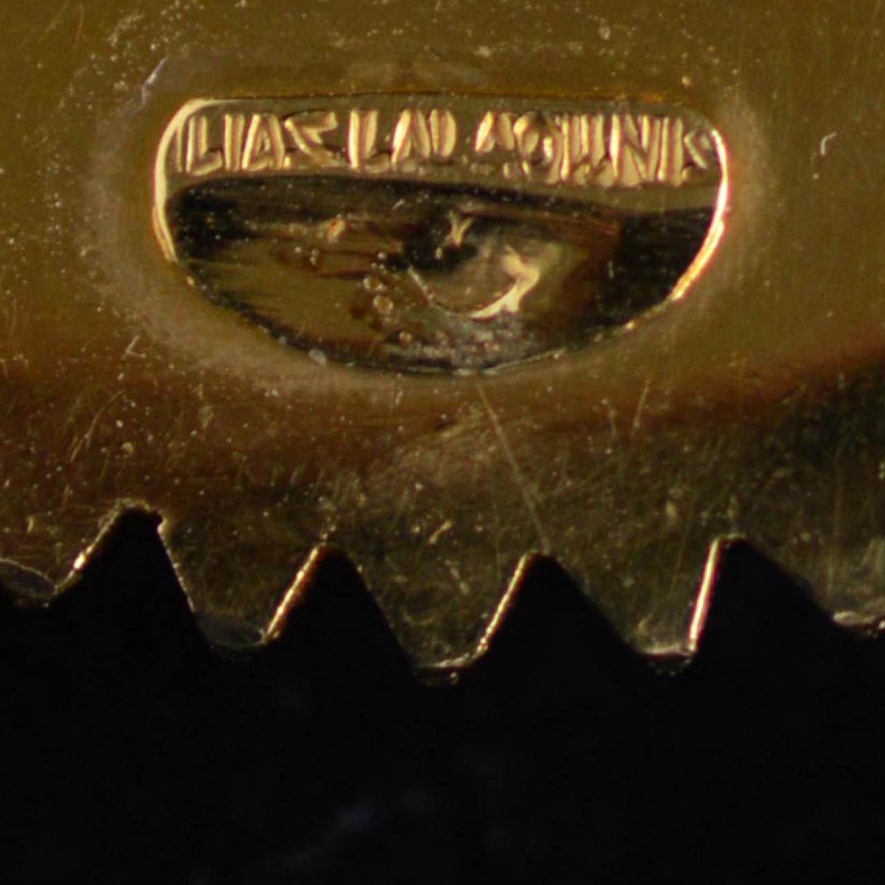 Ilias Lalaounis, broche/hanger, circa 1980, achterzijde. Foto David Aardewerk, goud, signatuur