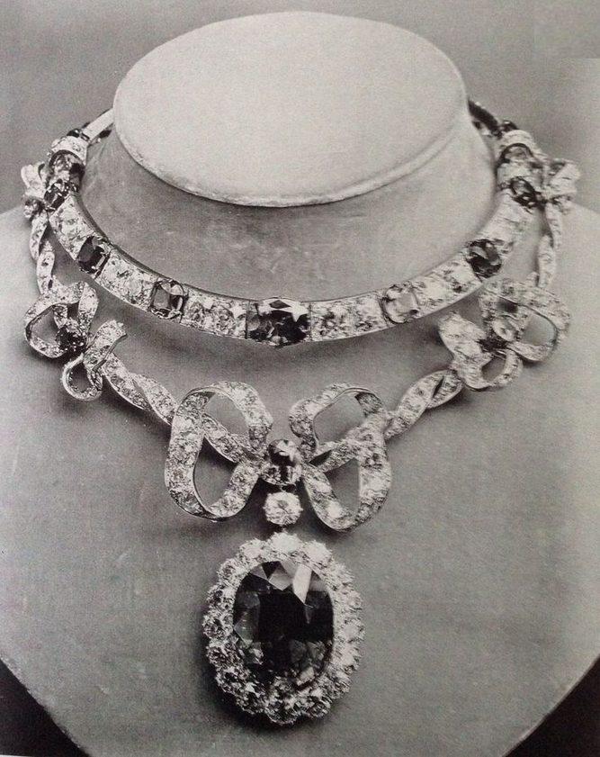 Boucheron, halssieraad voor Marie-Louise Mackey. Wereldtentoonstelling Parijs, 1878, diamanten, saffieren