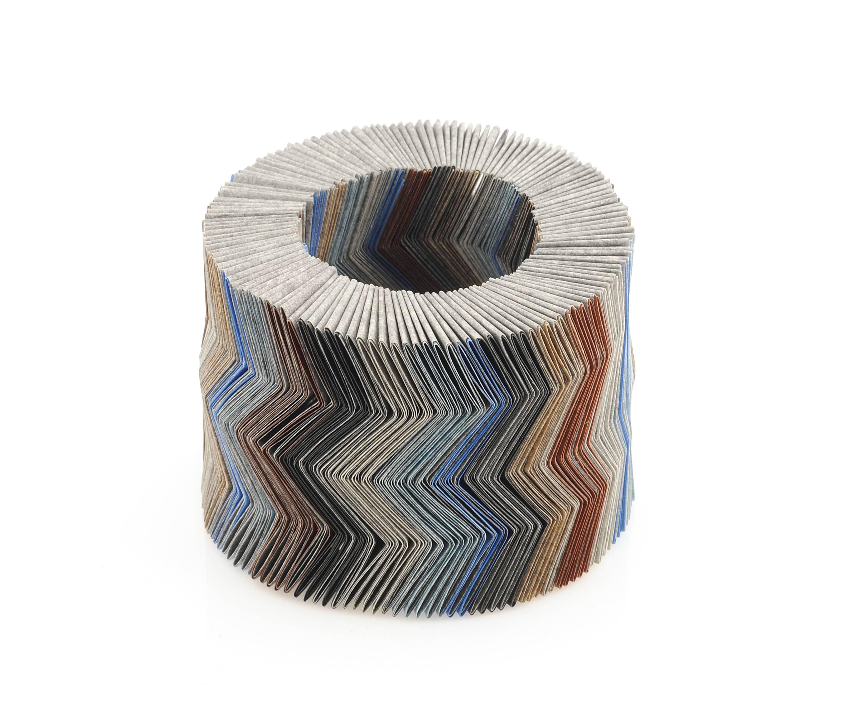 Nel Linssen, armband. Foto CODA Museum, gevouwen papier