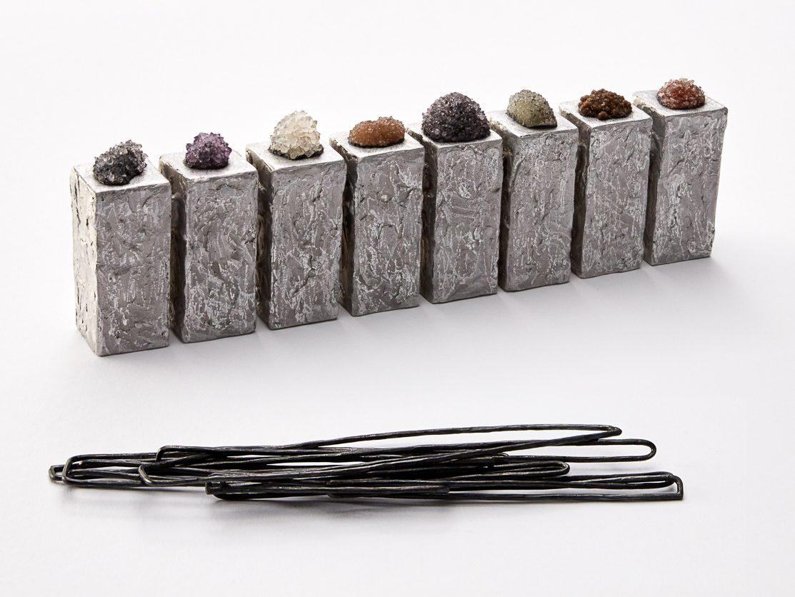 Iris Bodemer, Array 2, halssieraad, 2019. Foto Nicole Eberwein, aluminium, kwarts, zilver, montagelijm