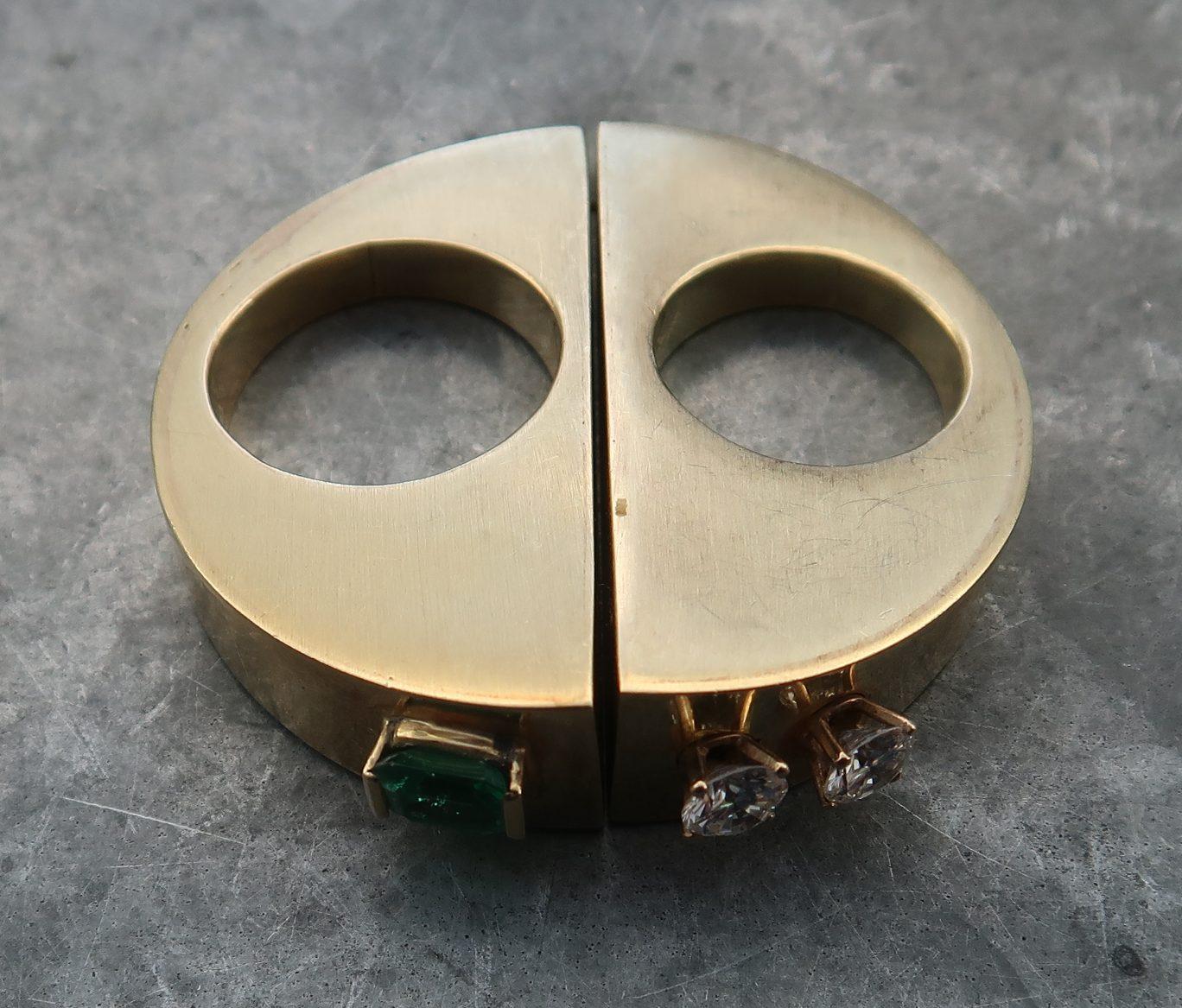 Karel Niehorster, ring, 1991. Particuliere collectie. Foto Coert Peter Krabbe, goud, smaragd, briljanten