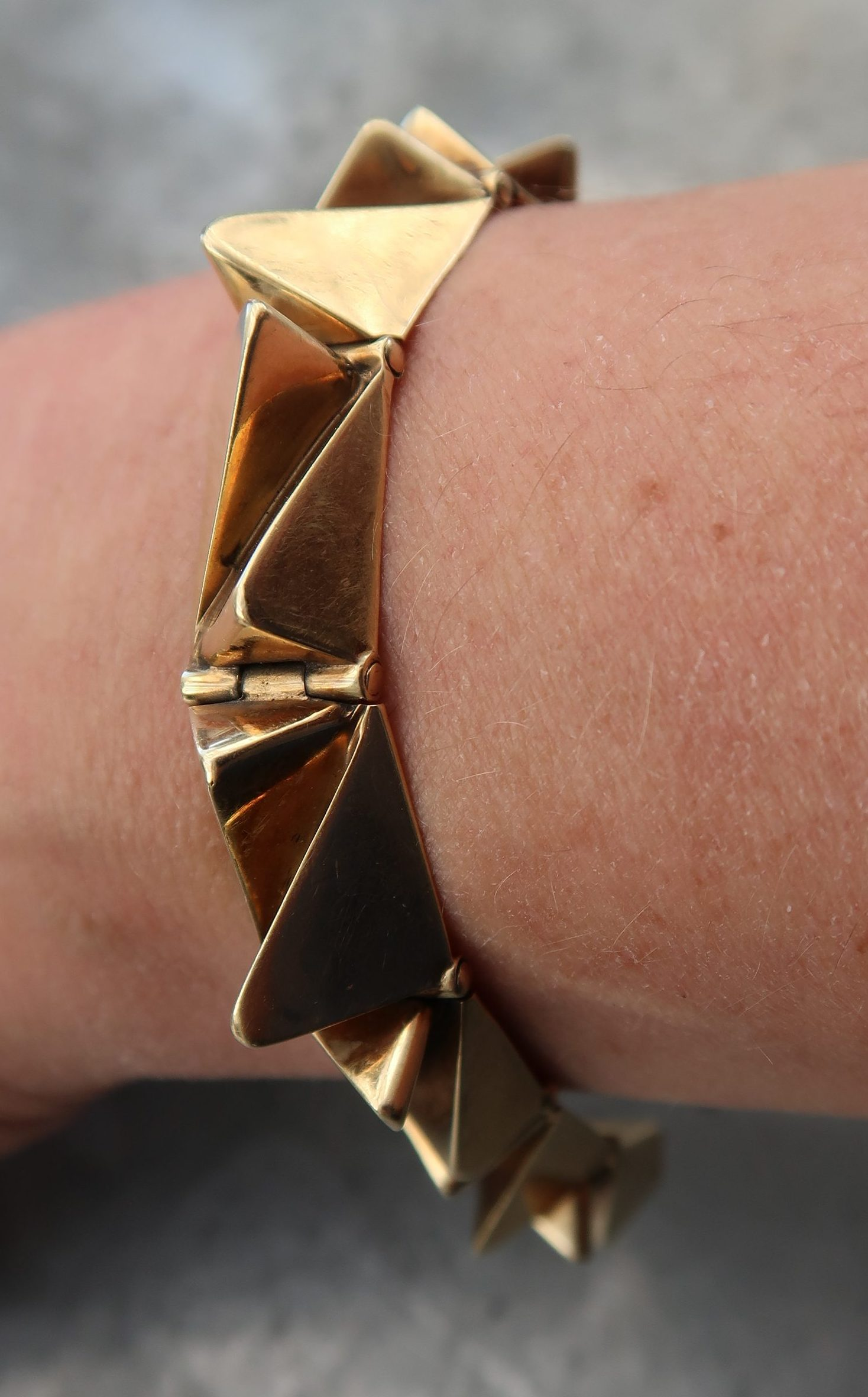 Karel Niehorster, armband, 1967. Particuliere collectie. Foto Coert Peter Krabbe, goud