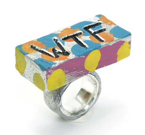 Paul Adie, WTF, ring, 2021, zilver, aluminium, verf