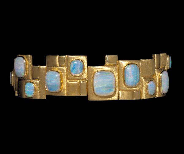 Haroldo Burle Marx, armband, circa 1965. Foto David & Sonya Newell-Smith, goud, opalen