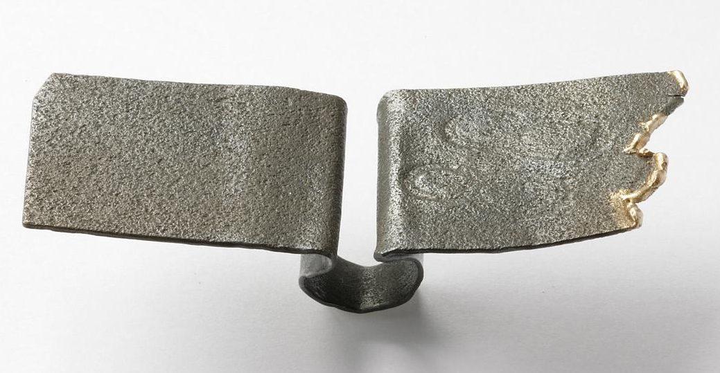 Jan Tempelman, ring. Remember-ring. Foto Galerie Beeld & Aambeeld