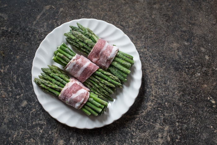 Asparagus bundles wrapped in bacon