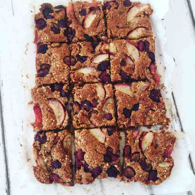 Clean eating peach and cherry bake recipe which has the word summer all over it! Simple and delicious. #dairyfree #vegan #cleaneating #vegetarian