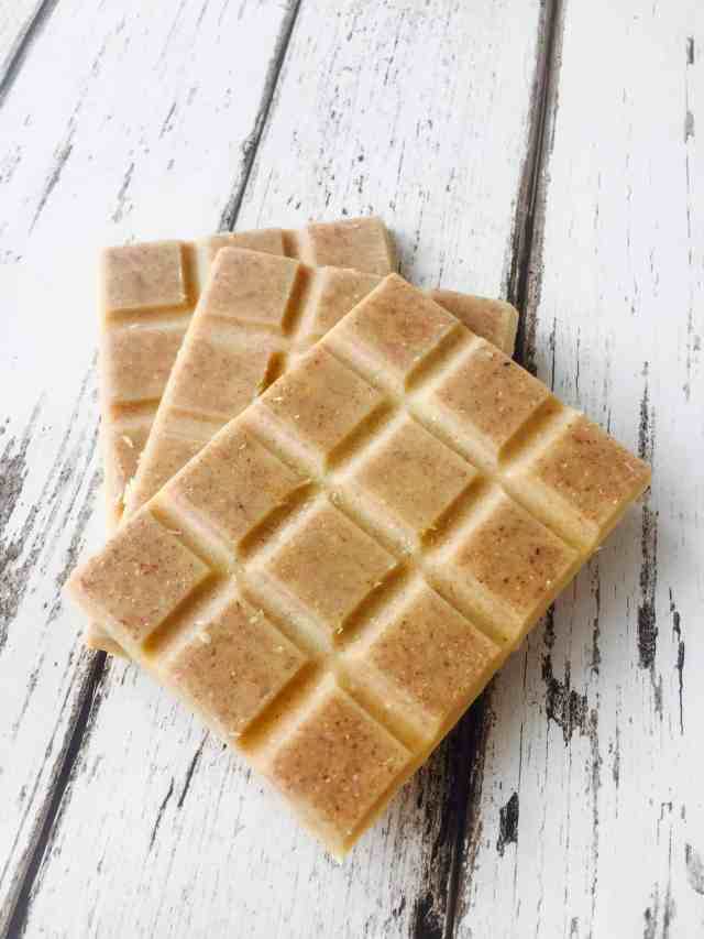 Clean eating white chocolate recipe which takes 10 minutes to make and you only need 3 ingredients. Vegan, gluten and dairy free too!