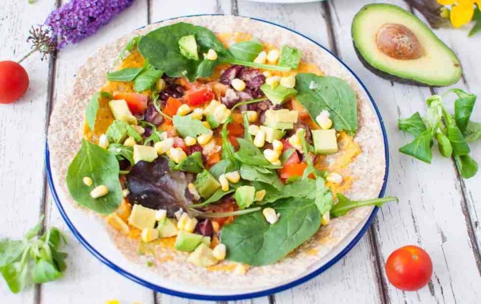 clean-eating-roasted-red-pepper-hummus-wrap-recipe-3