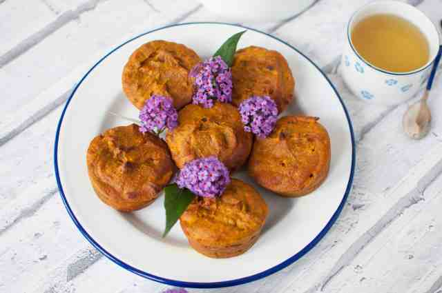Clean eating pumpkin muffin recipe with no refined sugar, artificial sweeteners or dairy is a tasty and healthy alternative to sugary shop bought muffins #vegan #vegetarian #healthy #dairyfree