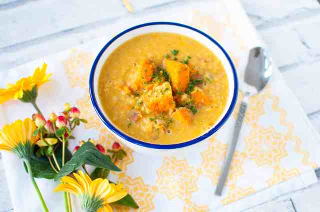 Clean eating sweet potato lentil soup recipe made to make you feel good inside out. Wholesome ingredients, dairy free, gluten free and delicious.