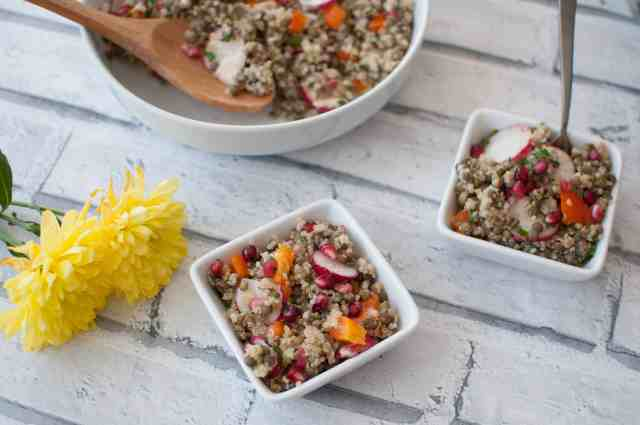 Clean eating quinoa lentil salad recipe which will make a fabulous lunch or dinner option for vegans, vegetarians and carnivores alike! Simple,delicious and budget friendly too.