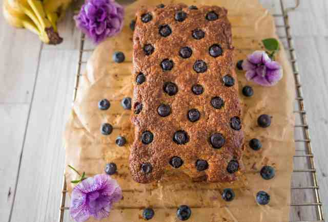 ean eating blueberry banana bread recipe made with just a few simple, healthy ingredients. Very easy to make, great texture and packed with flavours.