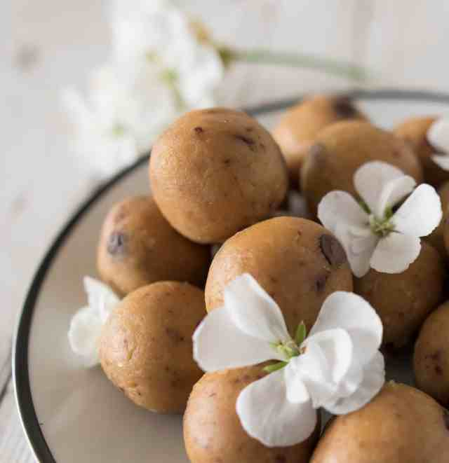Clean eating cookie dough ball recipe made with simple 5 ingredients. Healthy, gluten and dairy free, so good good for you.