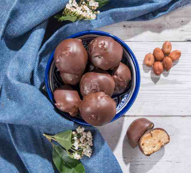 Healthy peanut butter truffles recipe made with only 5 ingredients. Dairy and gluten free these perfect for you when you need a little pick me up! #peanutbutter #truffles #vegantruffles