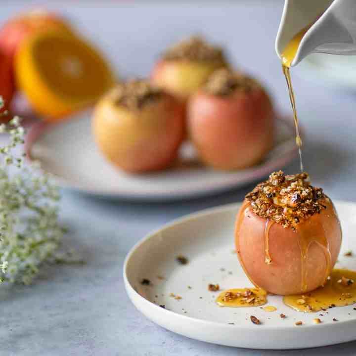 Easy Healthy Baked Apples stuffed with hazelnuts and cinnamon drizzled with homemade orange syrup. Vegan and gluten free #veganrecipes #seasonalrecipes #glutenfree #cleaneating #cleaneatingrecipes