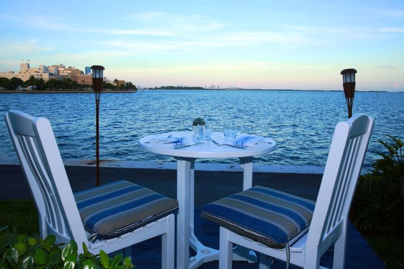 Palmeiras Beach Club – outdoor patio dining - courtesy of Palmeiras