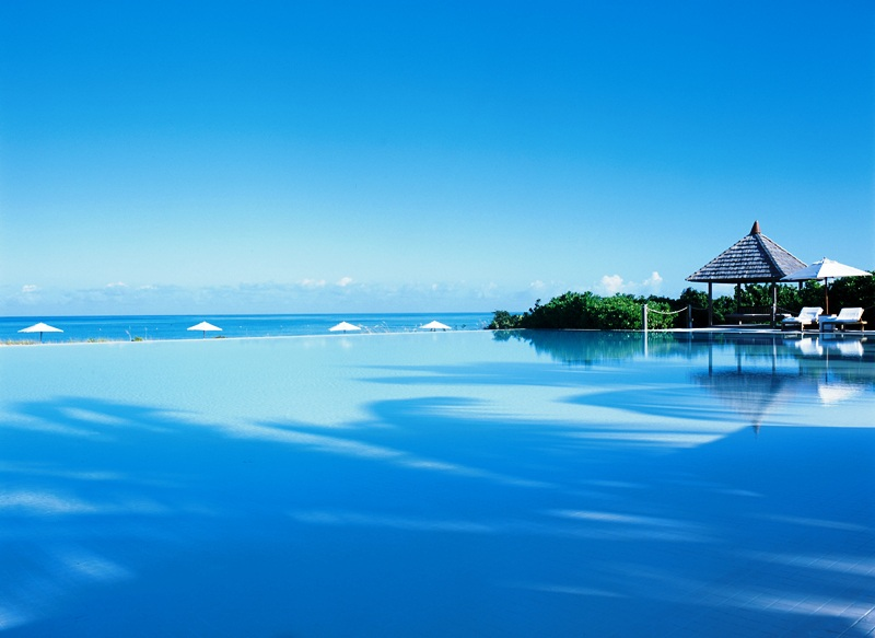 Spring Break Vacation - Infinity Pool - courtesy of Parrot Cay Estates by COMO