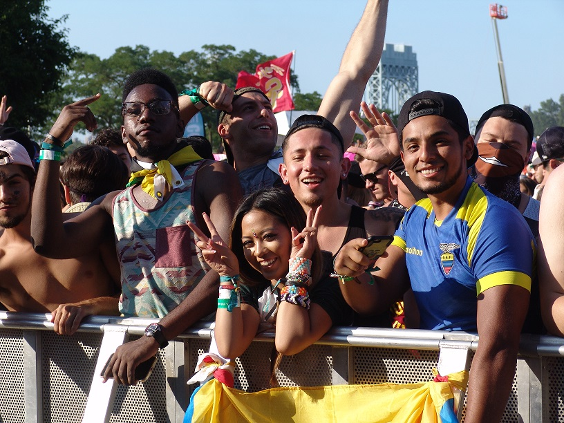 EZOO pictures crowd 3