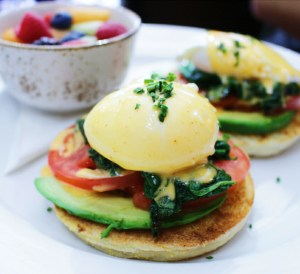 Kanela Breakfast Club California Benedict