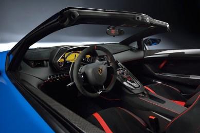 Aventador LP 750-4 SuperVeloce Roadster je Lamborghinijev prvi SuperVeloce kabriolet.
