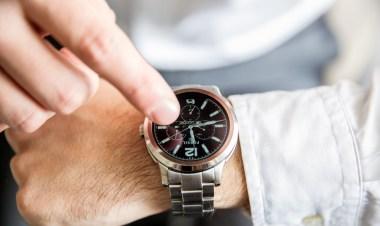 Q Founder je izjemno eleganten in funkcionalen primerek pametne ure.
