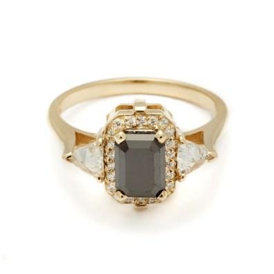 Anna Sheffield, Bea Halo Ring in Black Diamond (okoli 5200 evrov)