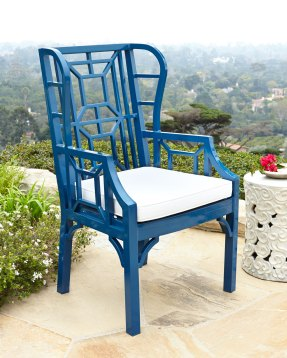 Tamsin Blue Chinoiserie Outdoor Wing Chair (horchow.com, okoli 700 evrov)