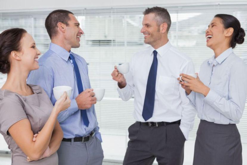 Kako biti srečen v službi? Obkrožite se z ljudmi, ki vas bodo motivirali za delo.